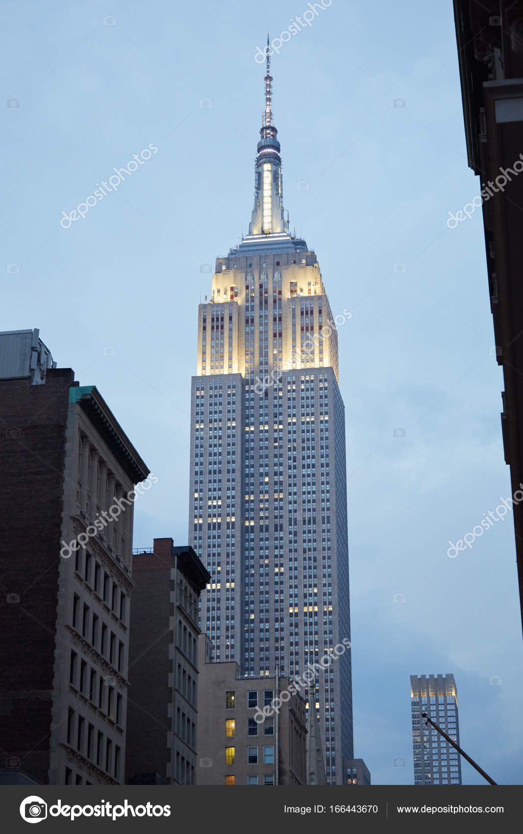 empire state building von fifth avenue in new york am. Black Bedroom Furniture Sets. Home Design Ideas