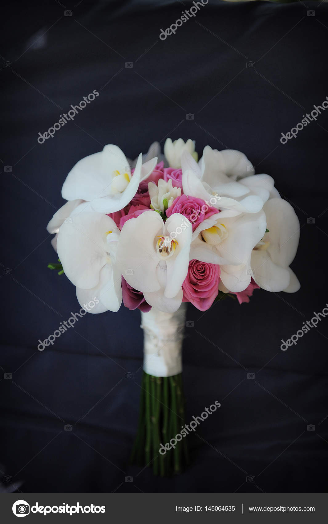 Wedding bouquet with white orchids and pink roses — Stock ...