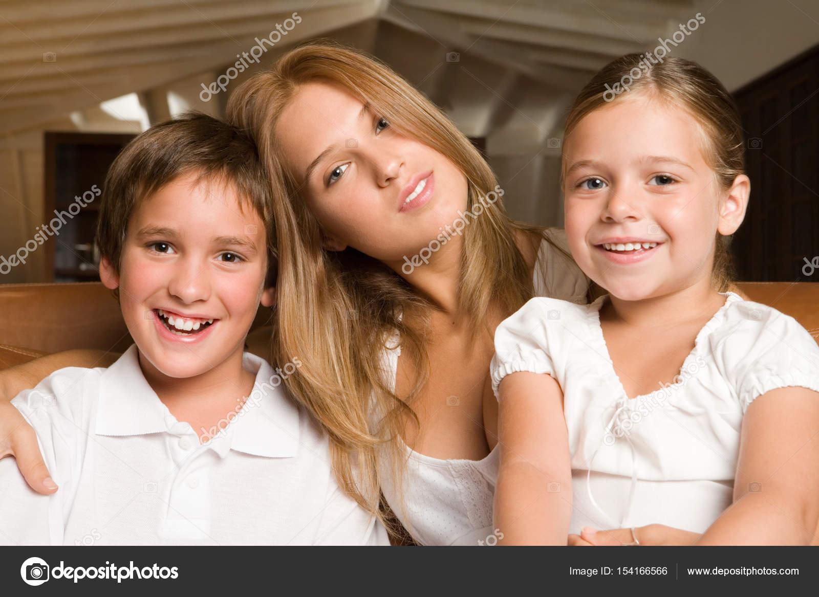 Старший брат и младшая сестра одни на даче, Родные сестра и брат реальная домашка 10 фотография