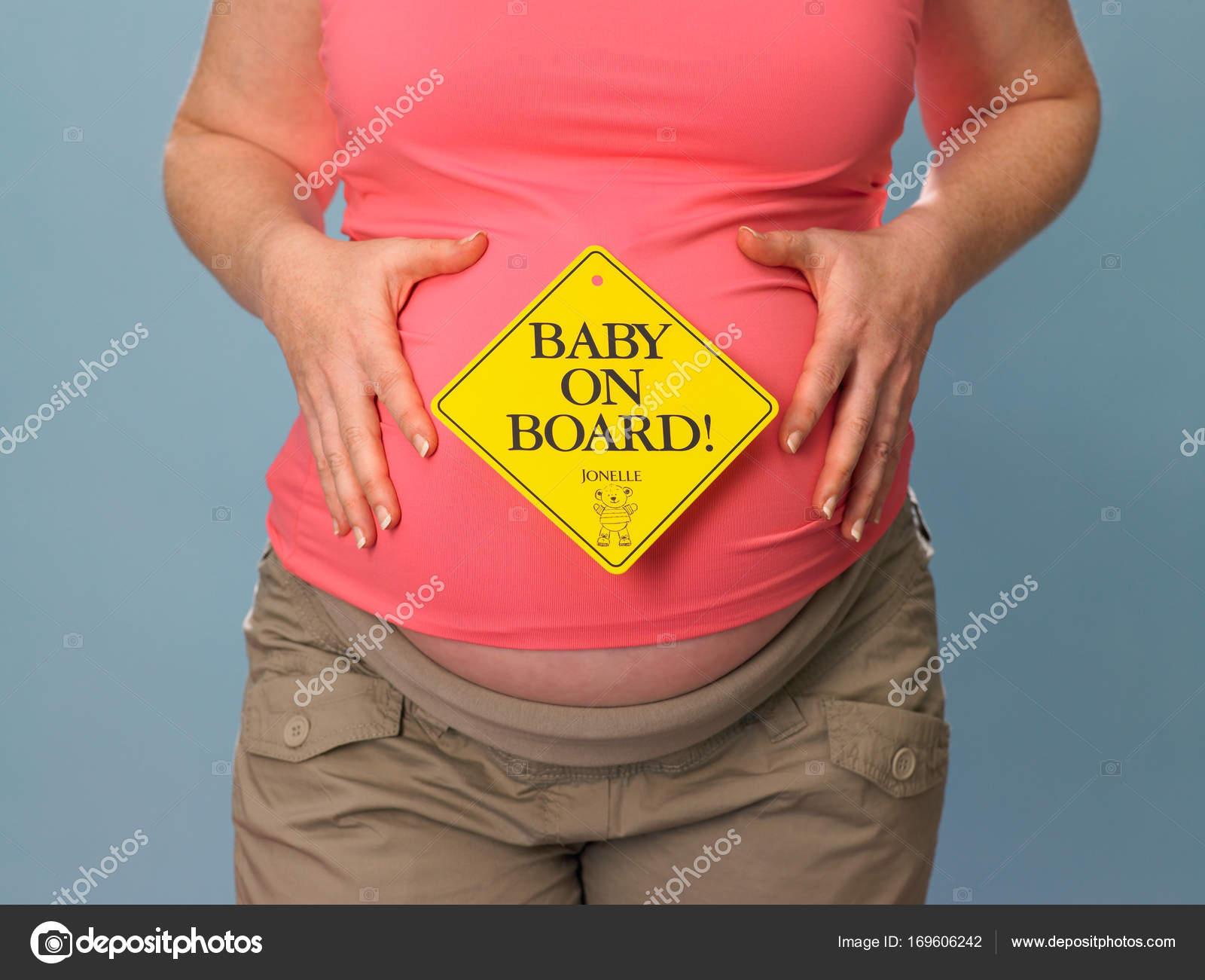 Sicht Mit Schriftzug Baby Bord Bauch Der Schwangeren Frau ...