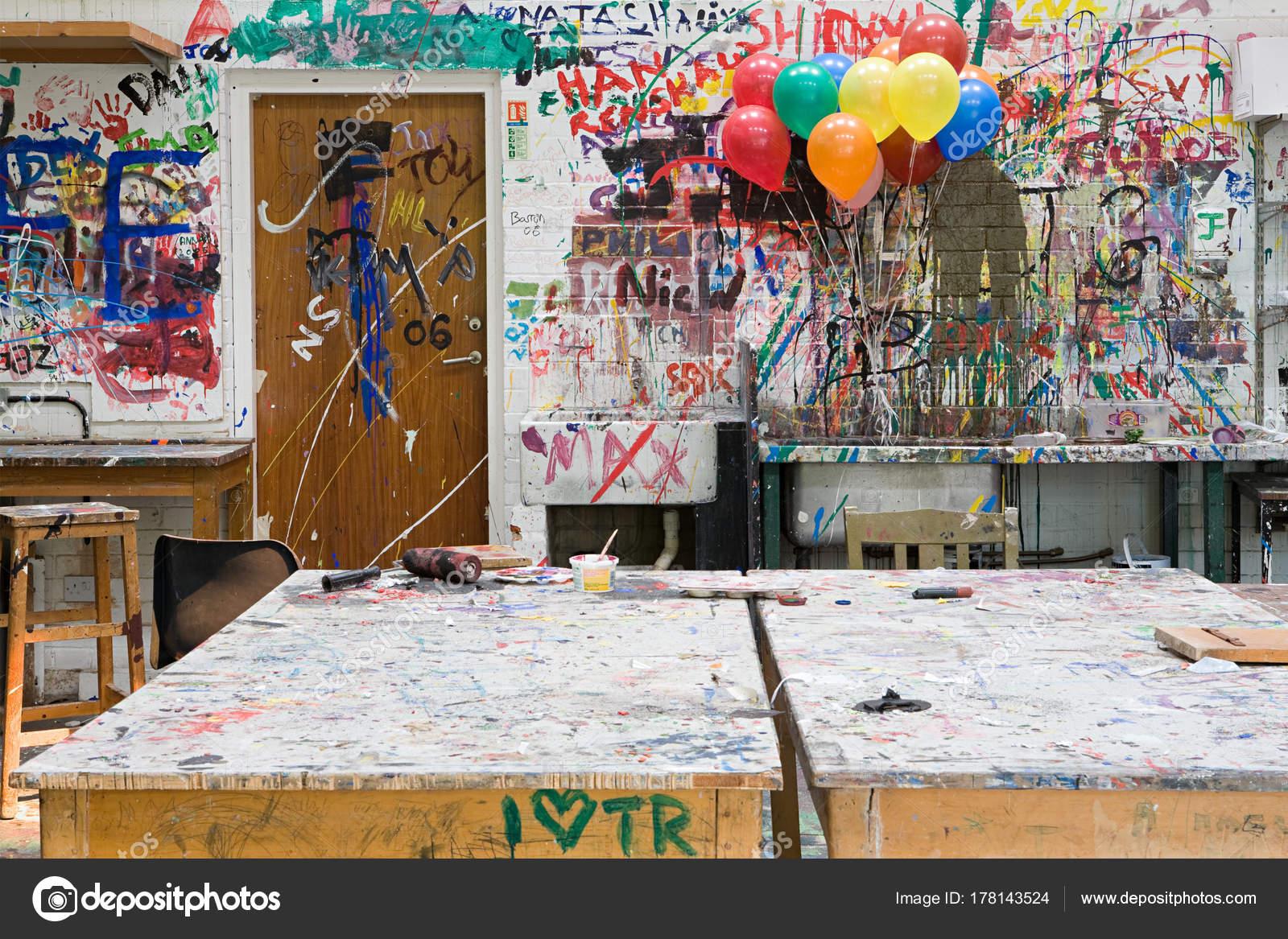 Tabelas Bal Es Sala Aula Arte Com Parede Pintada Fotografia De  -> Arte Parede Sala