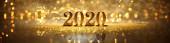 2020 v jiskřivých zlatých číslech oslavujících Nový rok nebo Chris