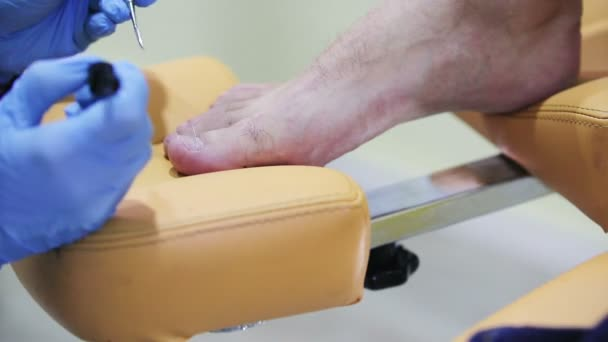männliche medizinische Fußpflege
