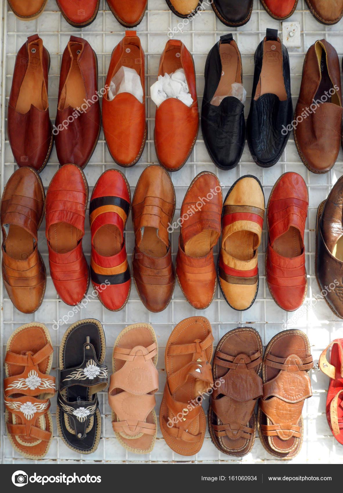 Cuir Marché Sandales En De Stand qGUMpSzV