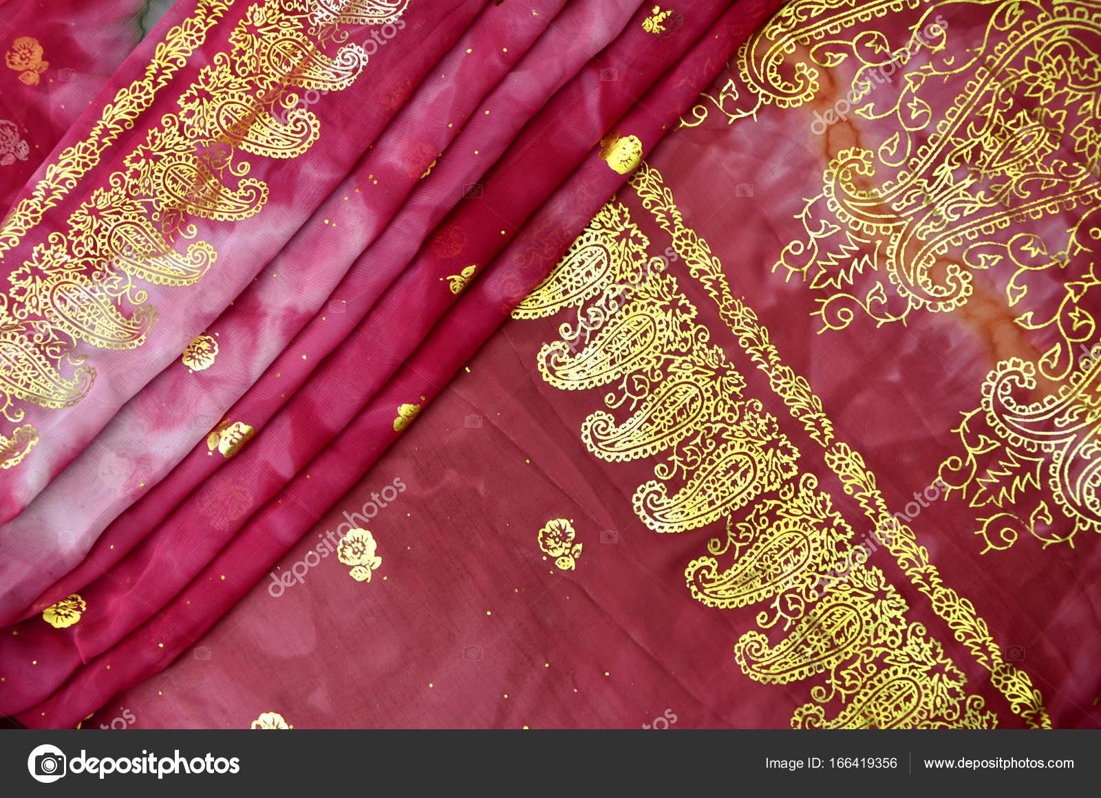 Piegato Sari Indiano Rosa Magenta Con Oro Paisley Pattern Border
