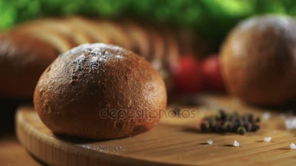 Chléb, sůl a pepř