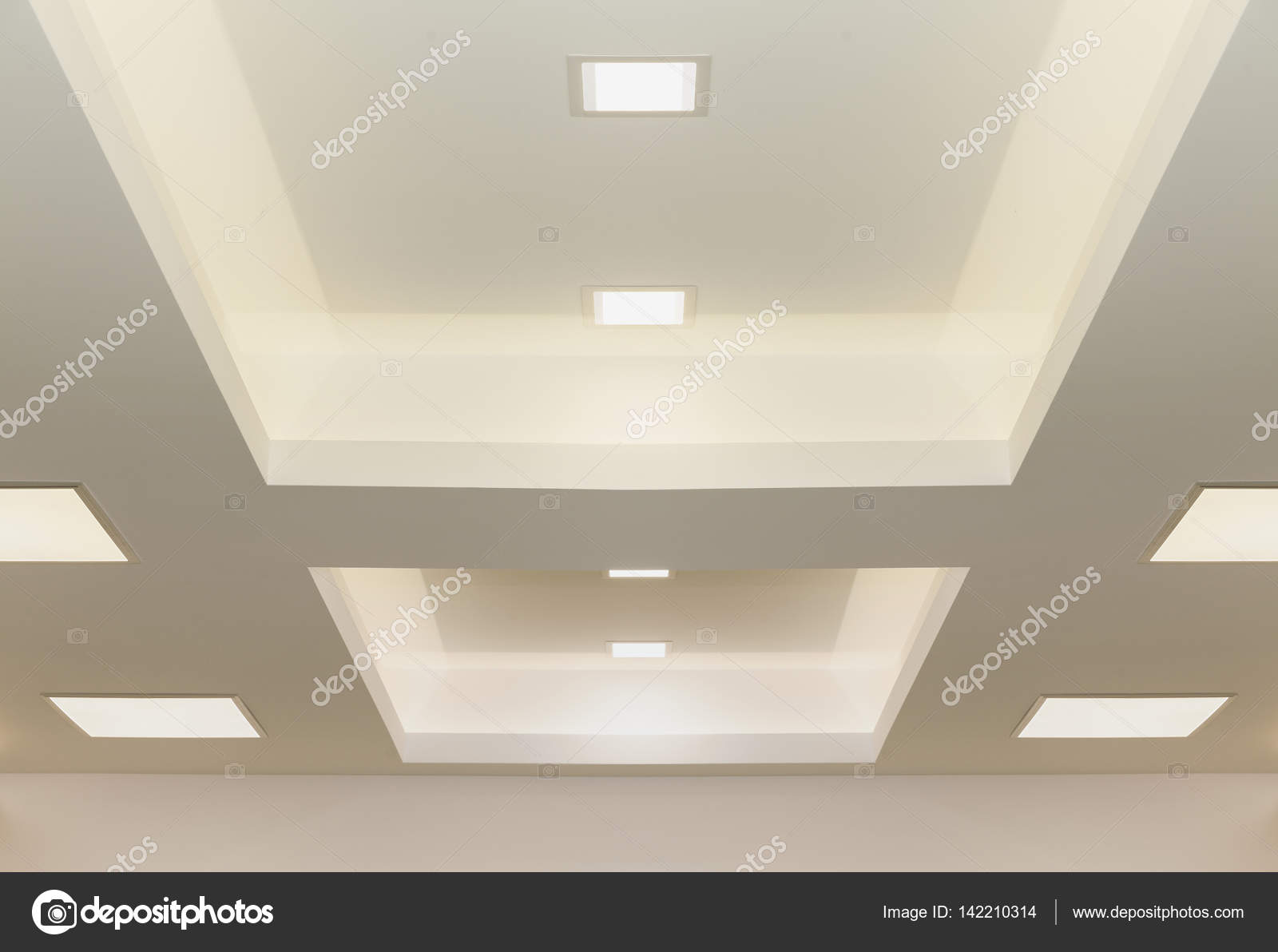 moderne plafond verlichting — Stockfoto © DJSrki #142210314
