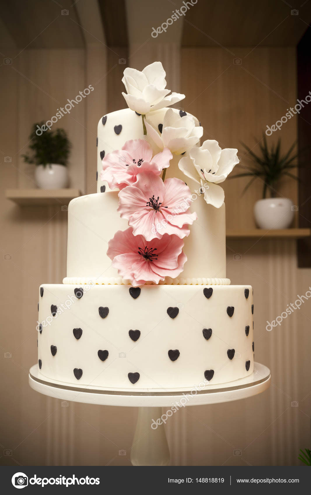 marcipán esküvői torta Esküvői torta, orchideák Marcipán — Stock Fotó © DJSrki #148818819 marcipán esküvői torta