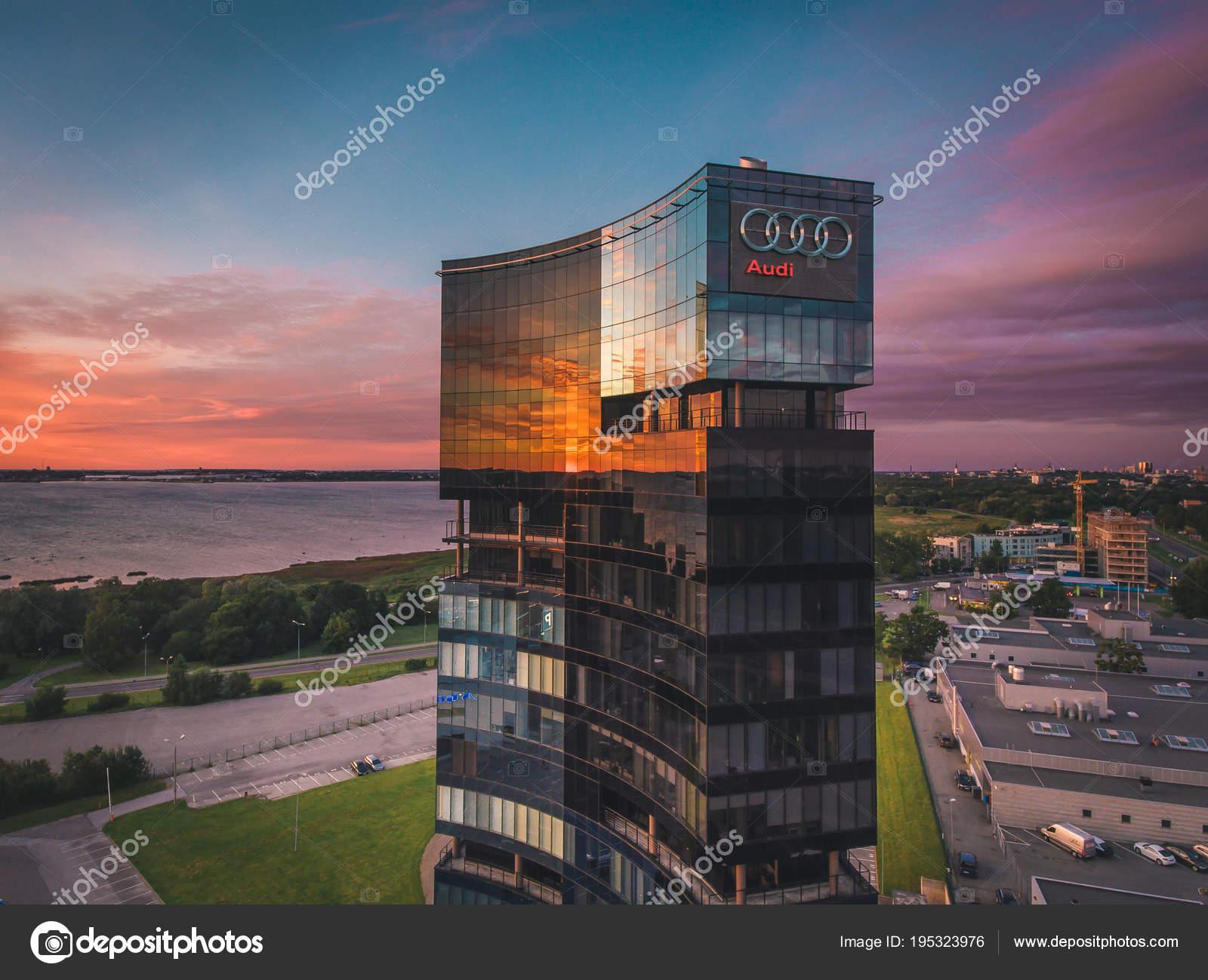 Tallinn estonie juillet vue aérienne logo audi sur façade