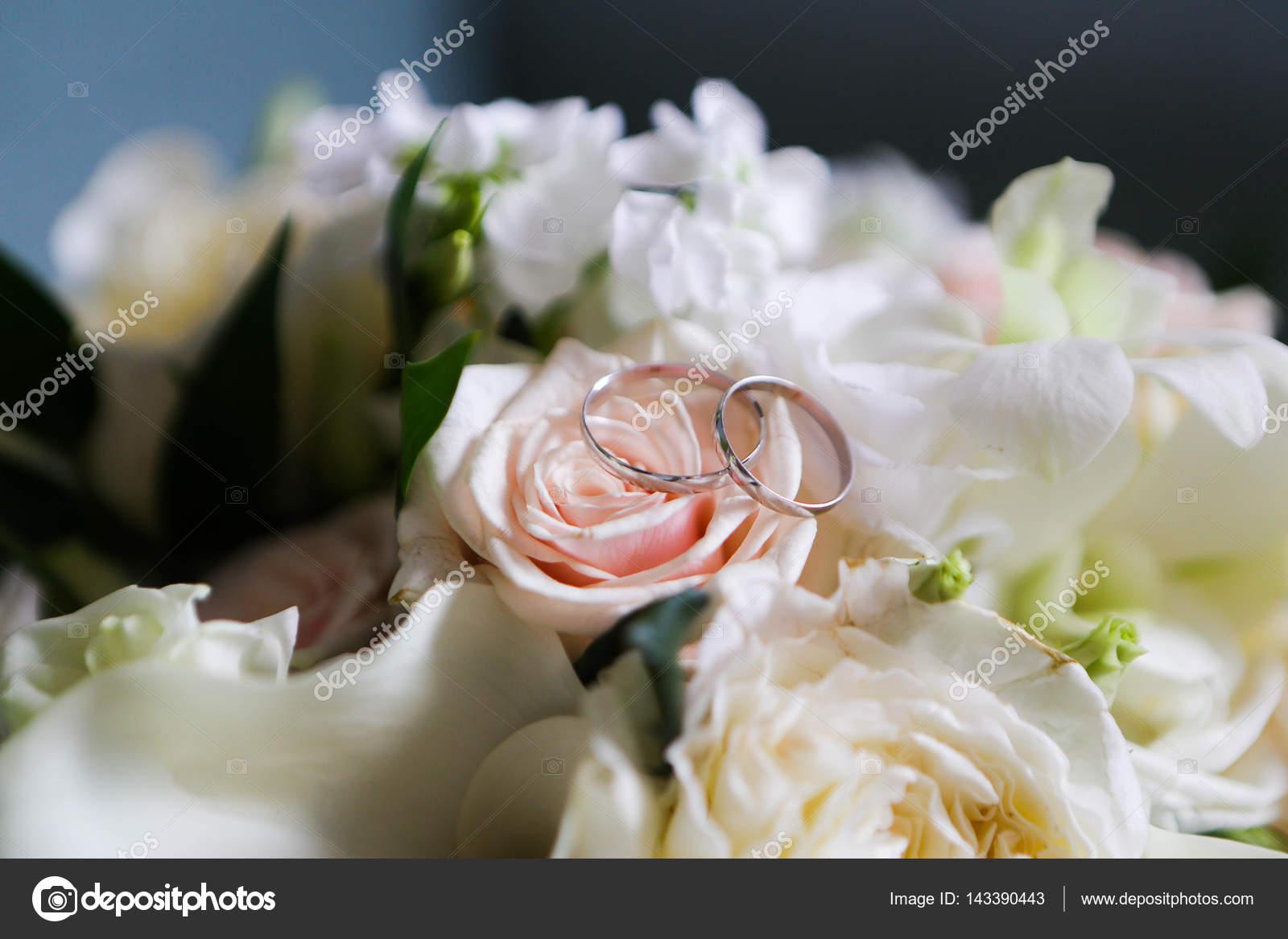 bouquet de mariée original — photographie zoom01 © #143390443