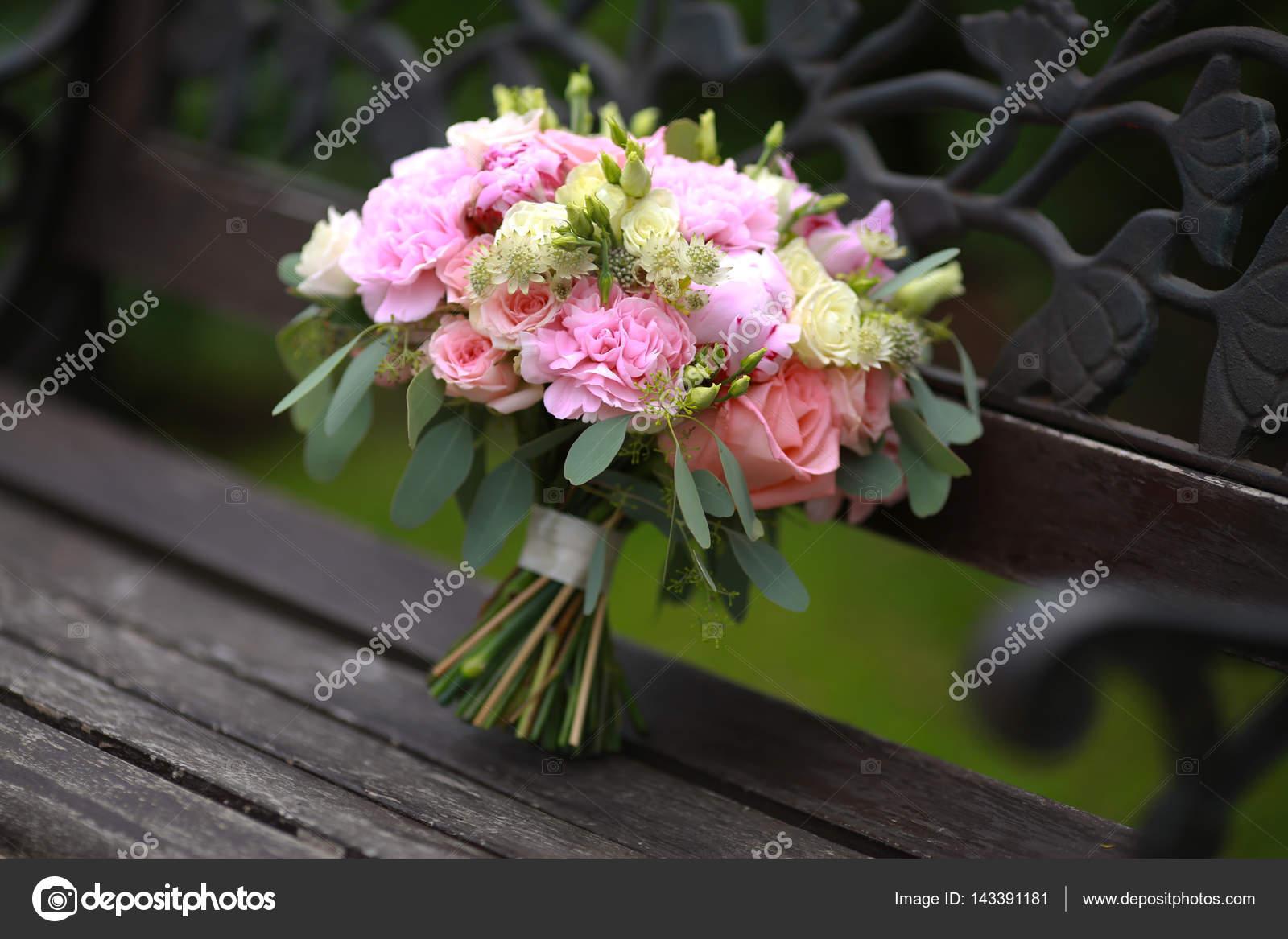 bouquet de mariée original — photographie zoom01 © #143391181