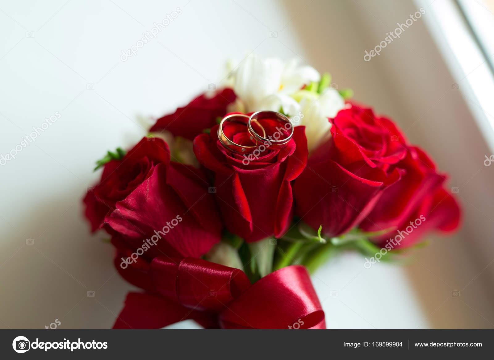 Leuchtend Rote Brautstrauss Aus Frischen Blumen Rote Rosen