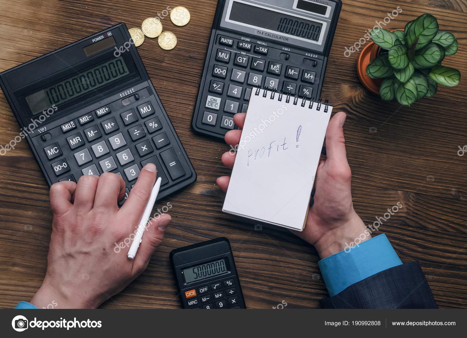 Inspecteur banquier fond table pour bureau impôt mains hommes homme