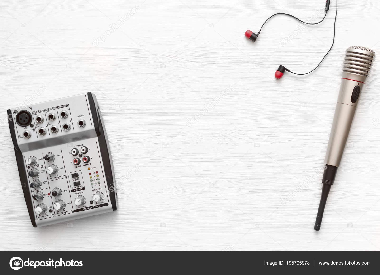 Table bureau studio enregistrement audio karaoke simulé vers haut