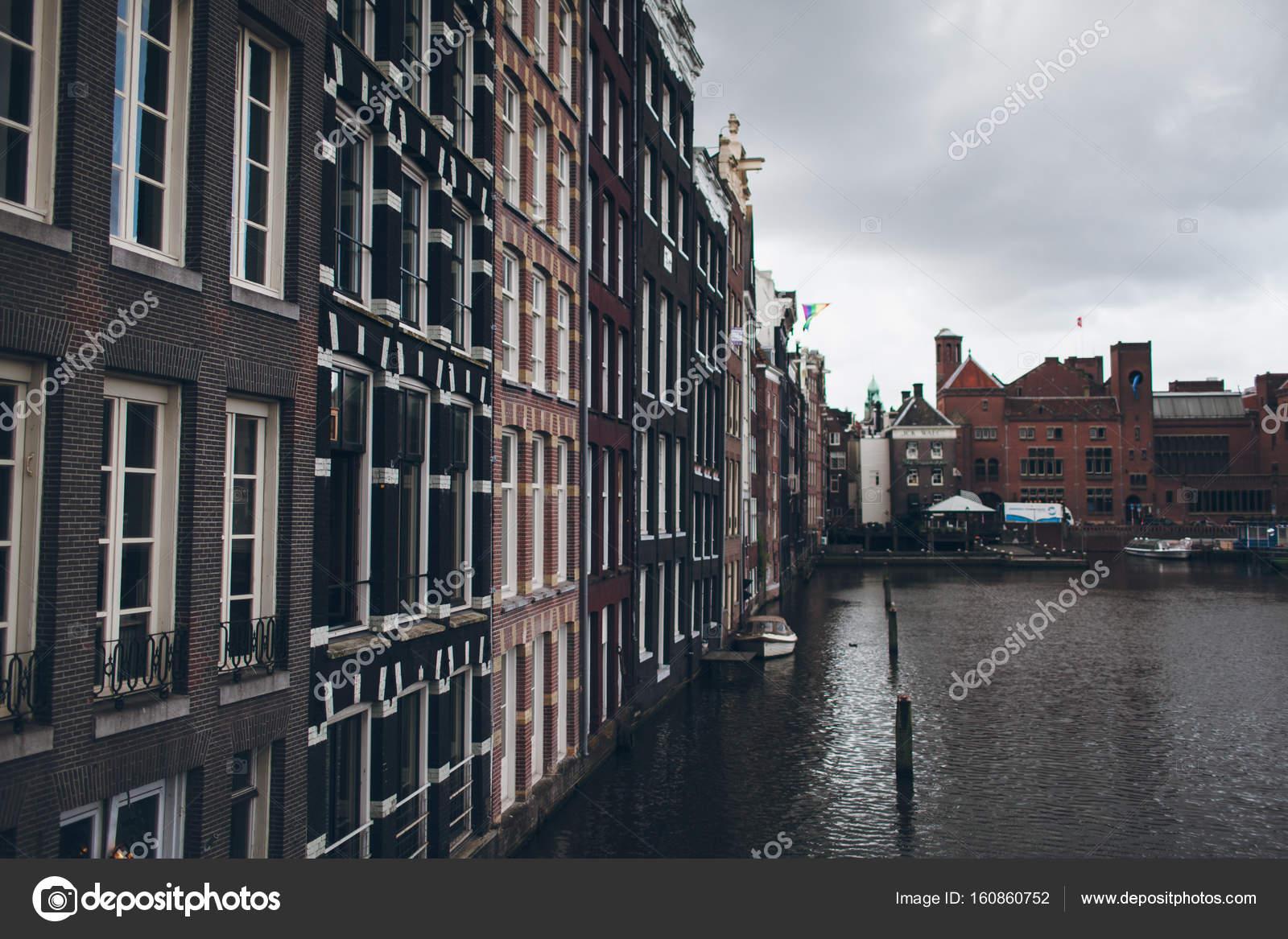 façades des belles maisons à Amsterdam — Photographie negatina ...