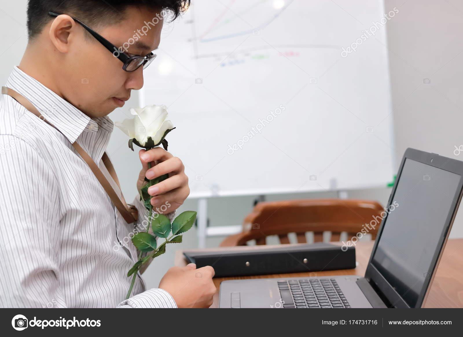 azjatycki człowiek randki randki z palaczami cygar