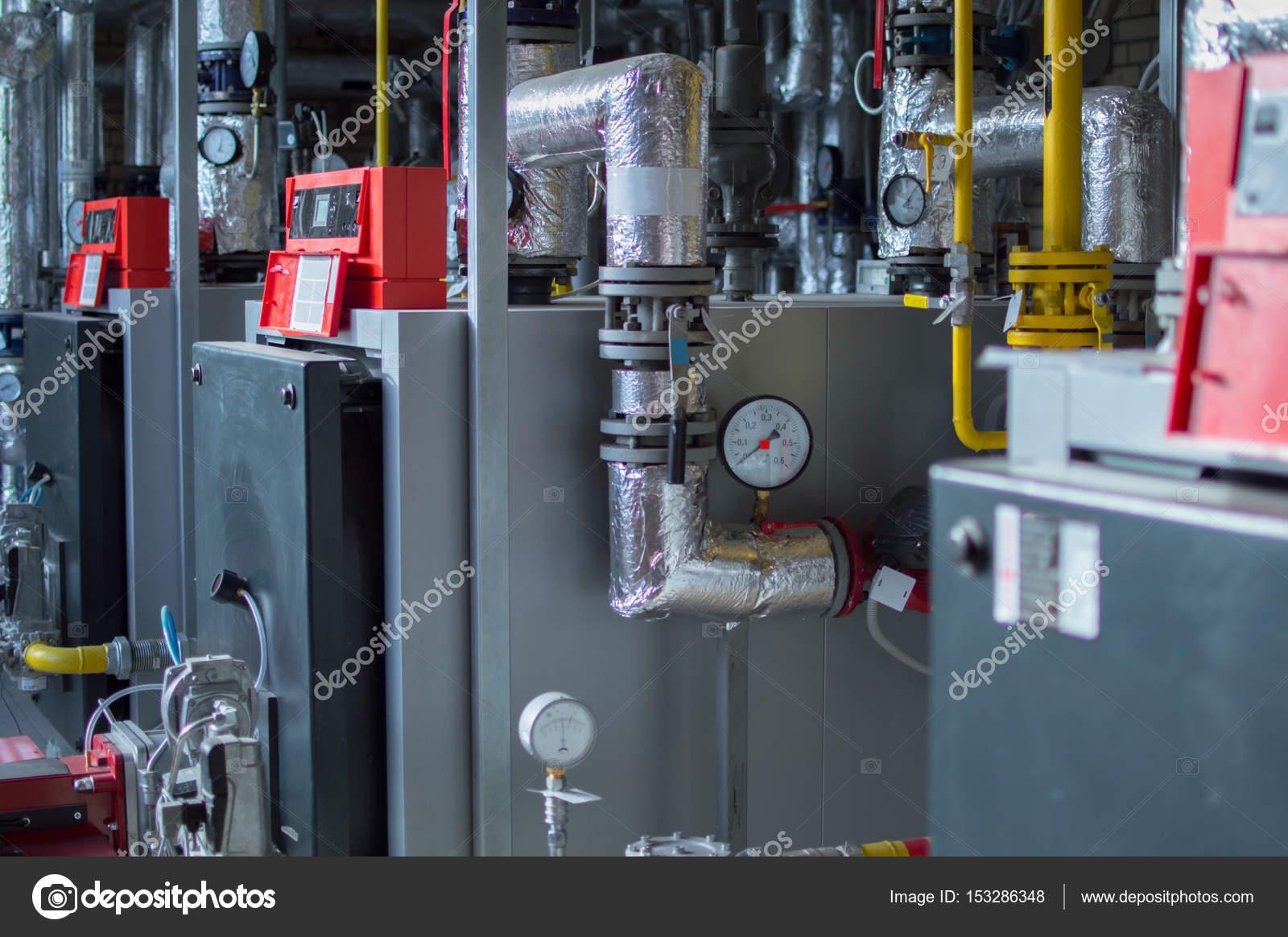 Moderne Hochleistungs-industrielle Gas-Heizkessel mit Erdgasbrenner ...