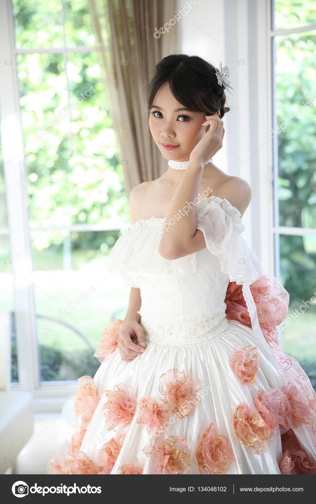 Vestidos blancos moda asiatica