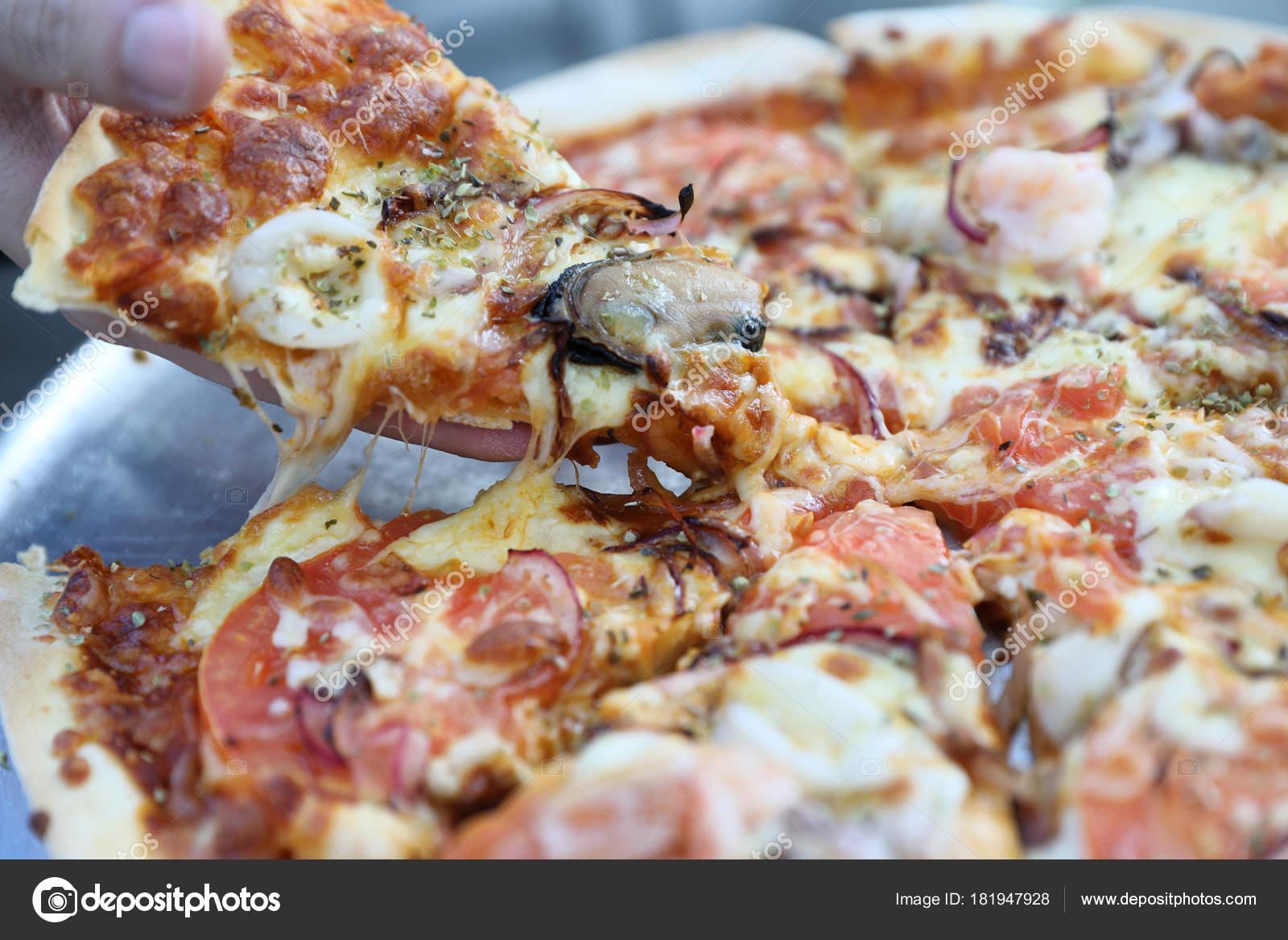Meeresfrüchte Pizza Mit Muschel Tintenfisch Garnelen Und Tomaten ...