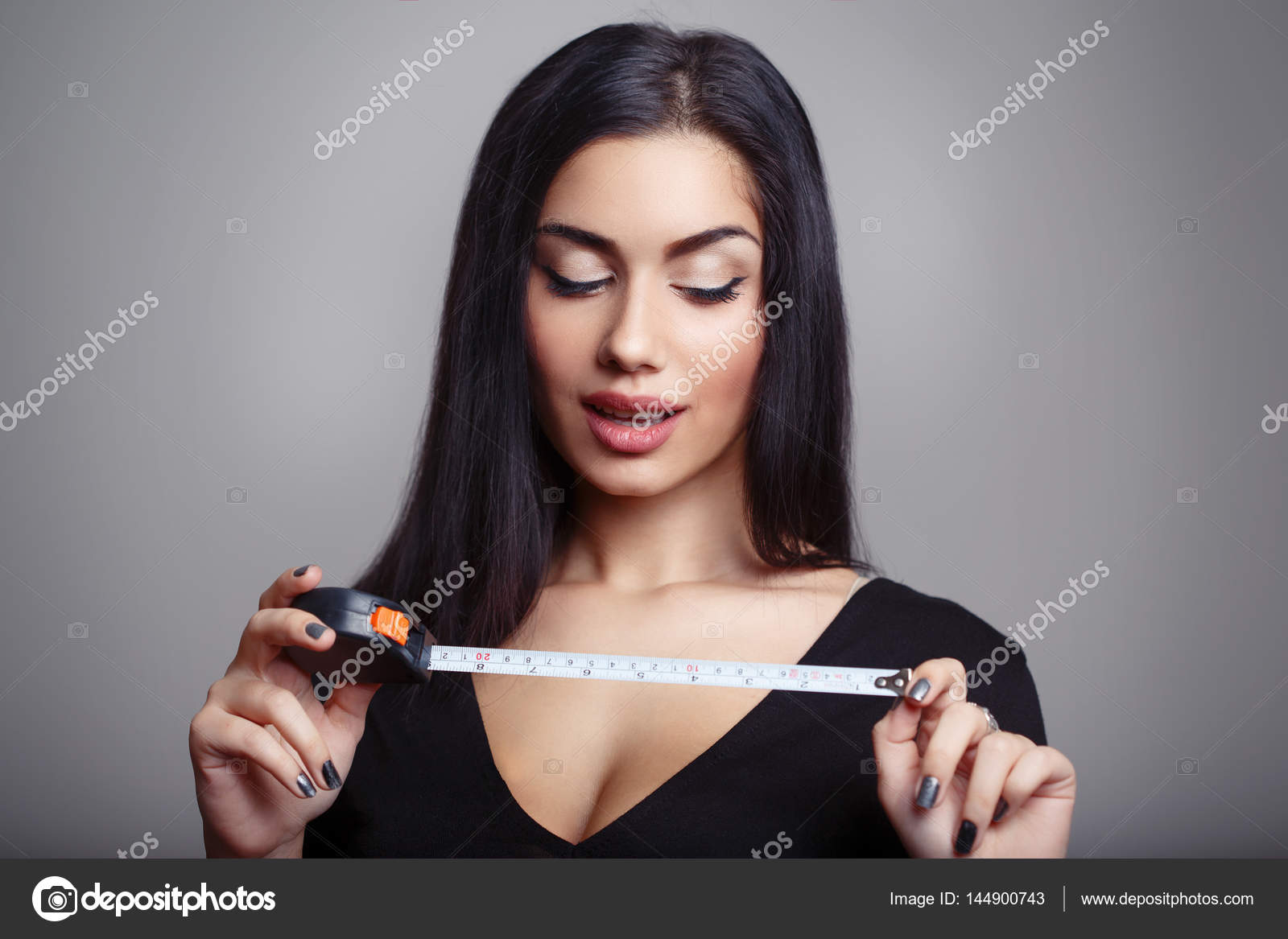 measuring woman Penis