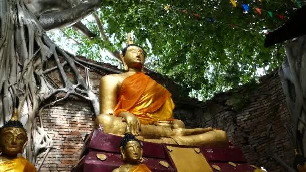 Buddha képek a buddhista templomban.