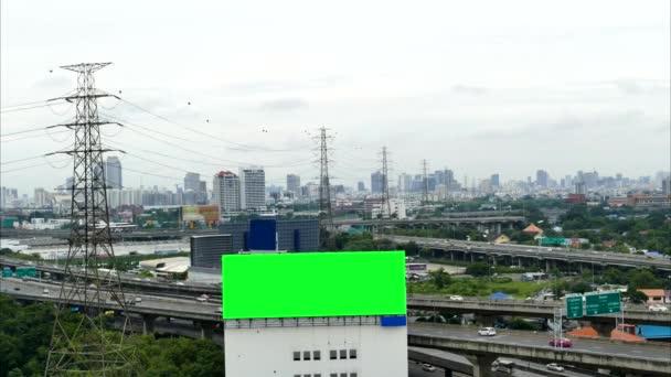 Reklamní billboard na dálnici, časová prodleva