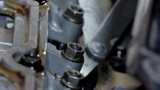 A telepítő autó motor szelep