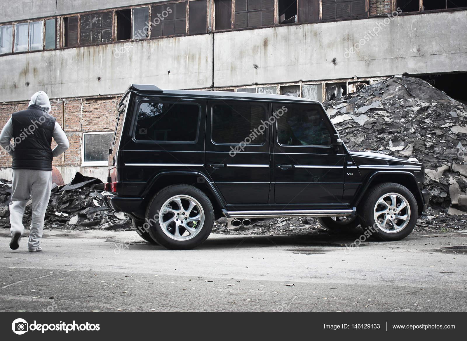 Mercedes Benz G55 Amg. Carro Off Road Brutal Em Um Fundo De Ruínas De  Construções U2014 Foto De Amor7