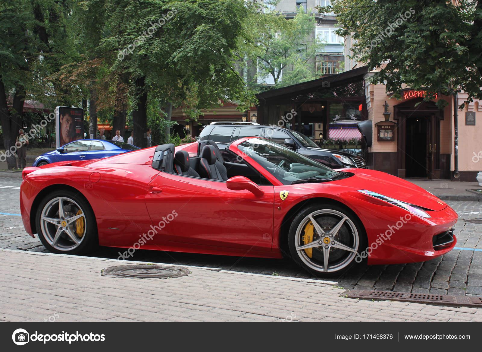 Kiev, Ucrânia; 16 De Maio De 2014. Ferrari 458 Spider. Carro.