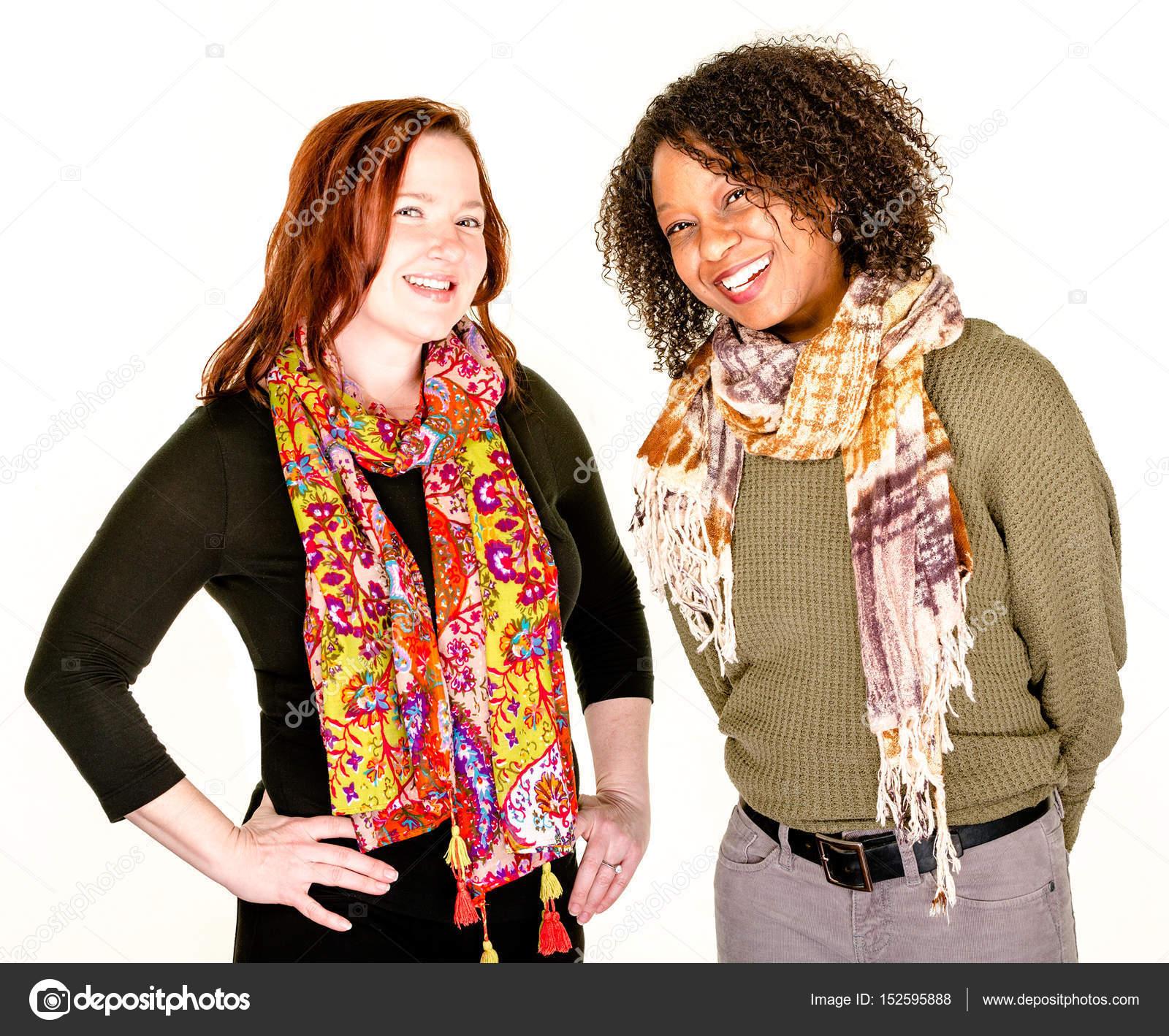 economico per lo sconto 7f0c4 d92df Belle donne moderne in sciarpe — Foto Stock © creatista ...