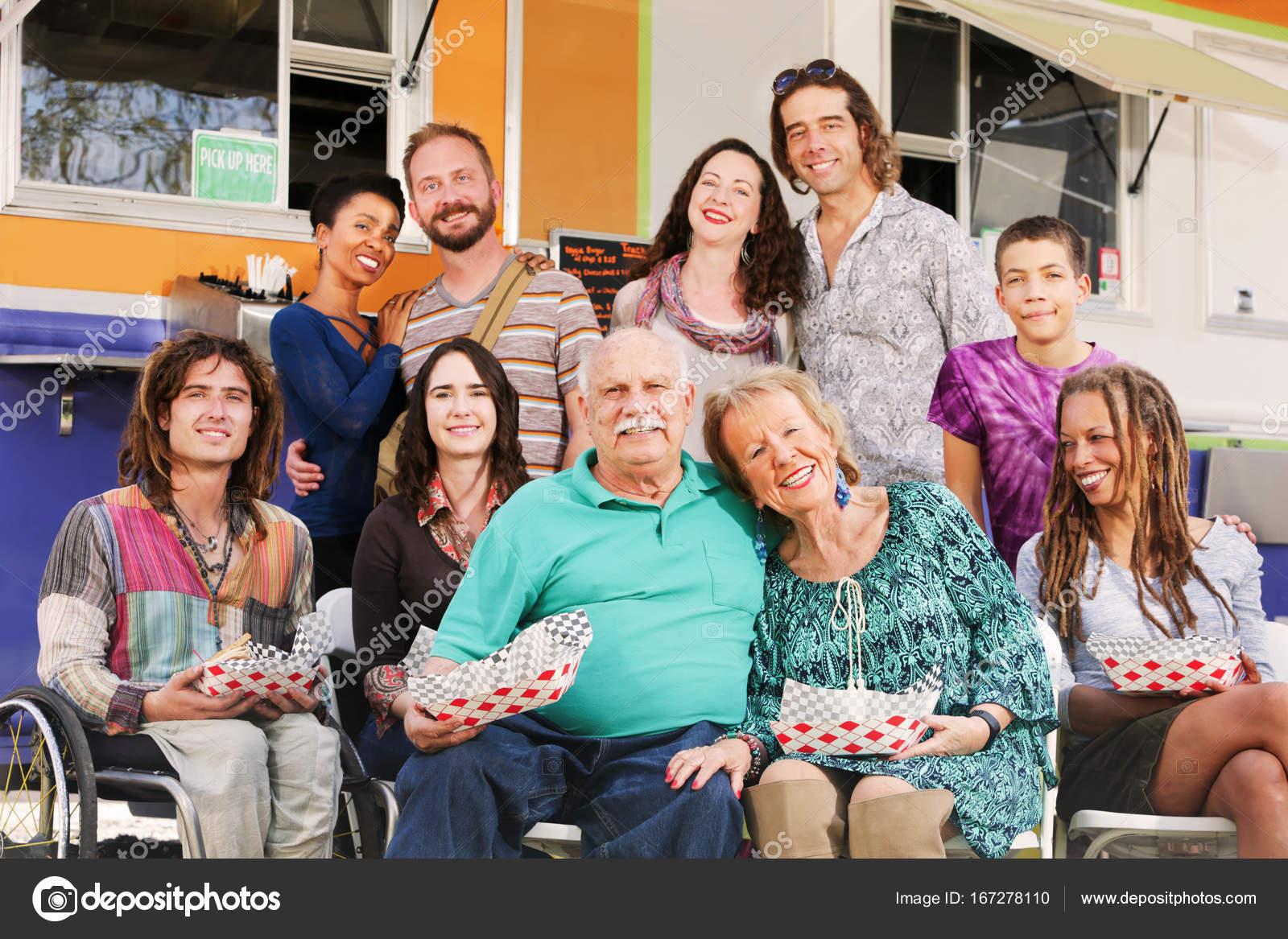 Várias Famílias Felizes Posar Juntos
