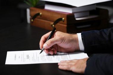 Man signing testament