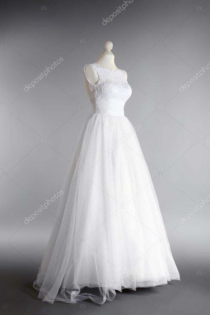 vestido de novia en maniquí — fotos de stock © belchonock #126472836
