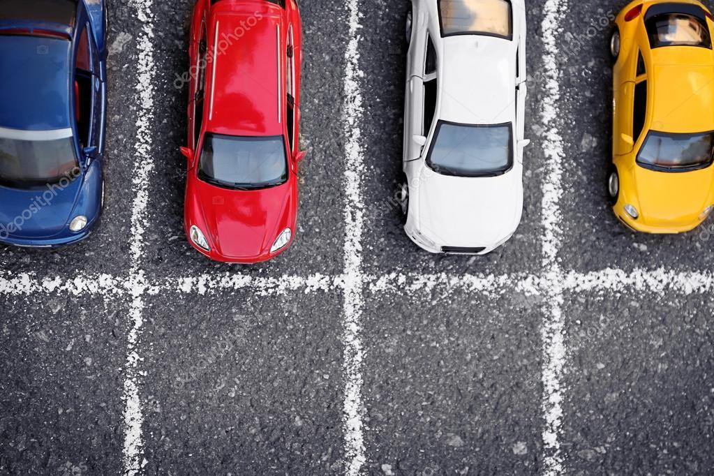 Primo piano del parcheggio auto giocattolo