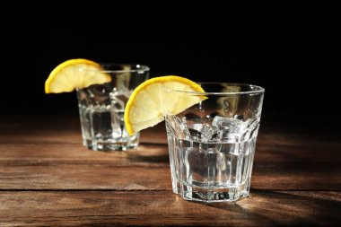 vodka with lemon and ice