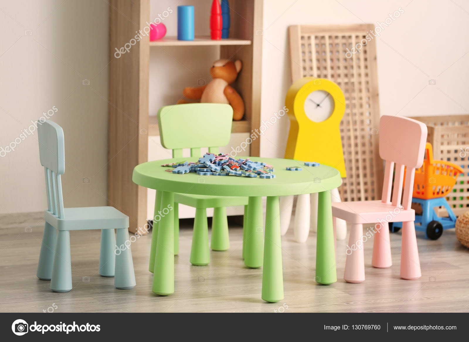 sala de juego colorido para niños — Fotos de Stock © belchonock ...
