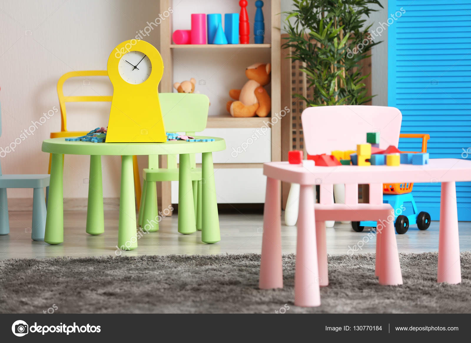 Sala giochi colorato per bambini u foto stock belchonock