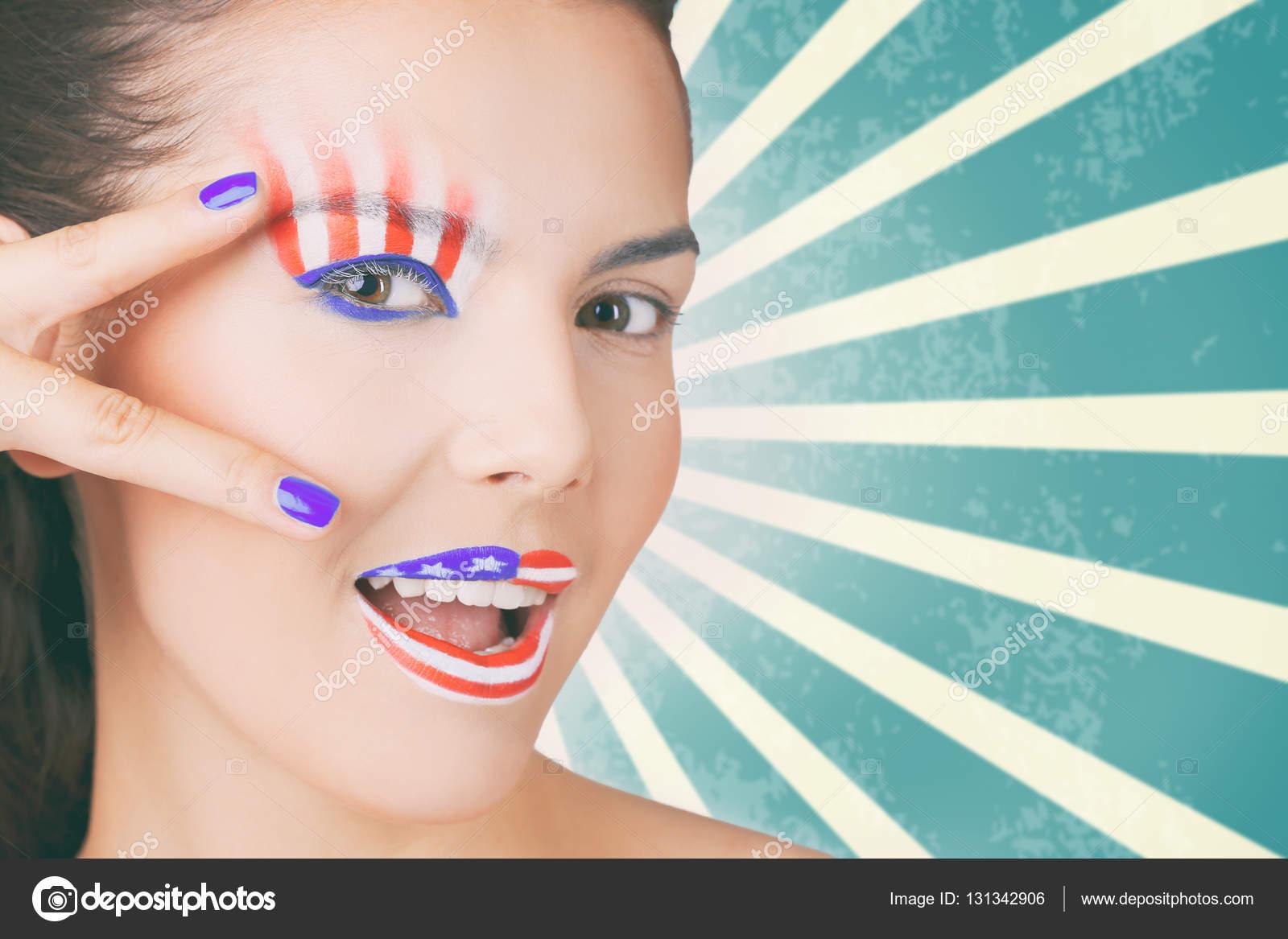 Femme avec création maquillage de drapeau Usa \u2014 Photo