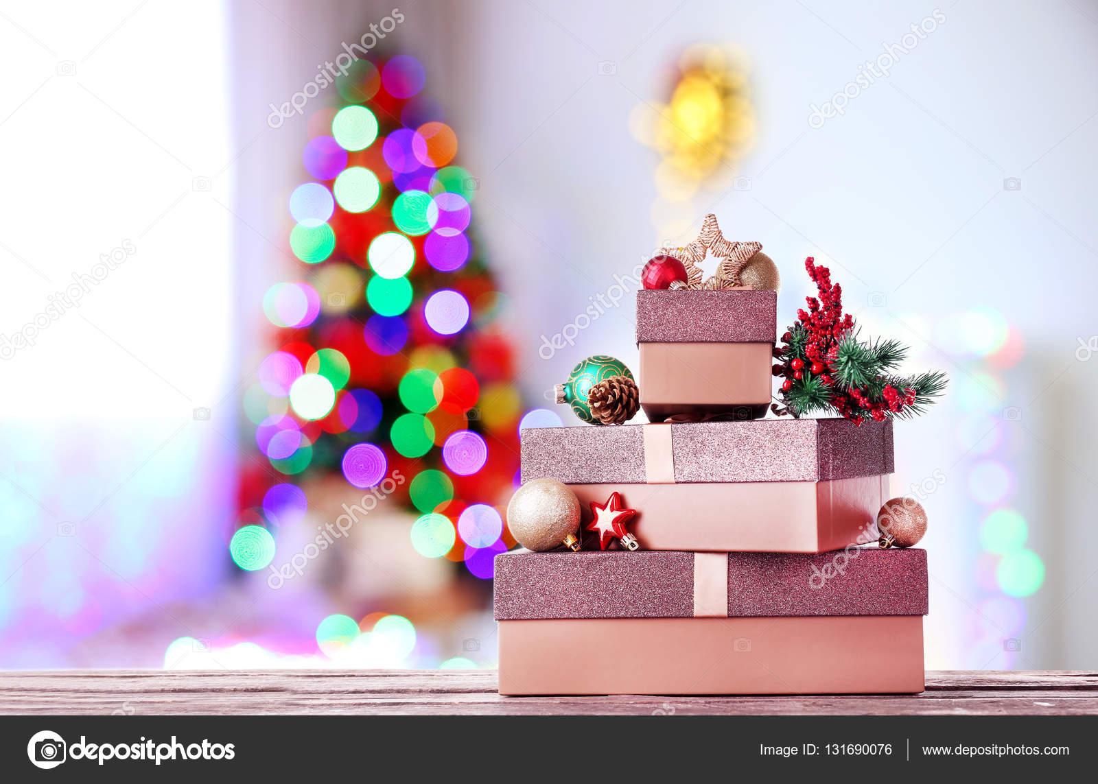 Schöne Weihnachtsgeschenke — Stockfoto © belchonock #131690076