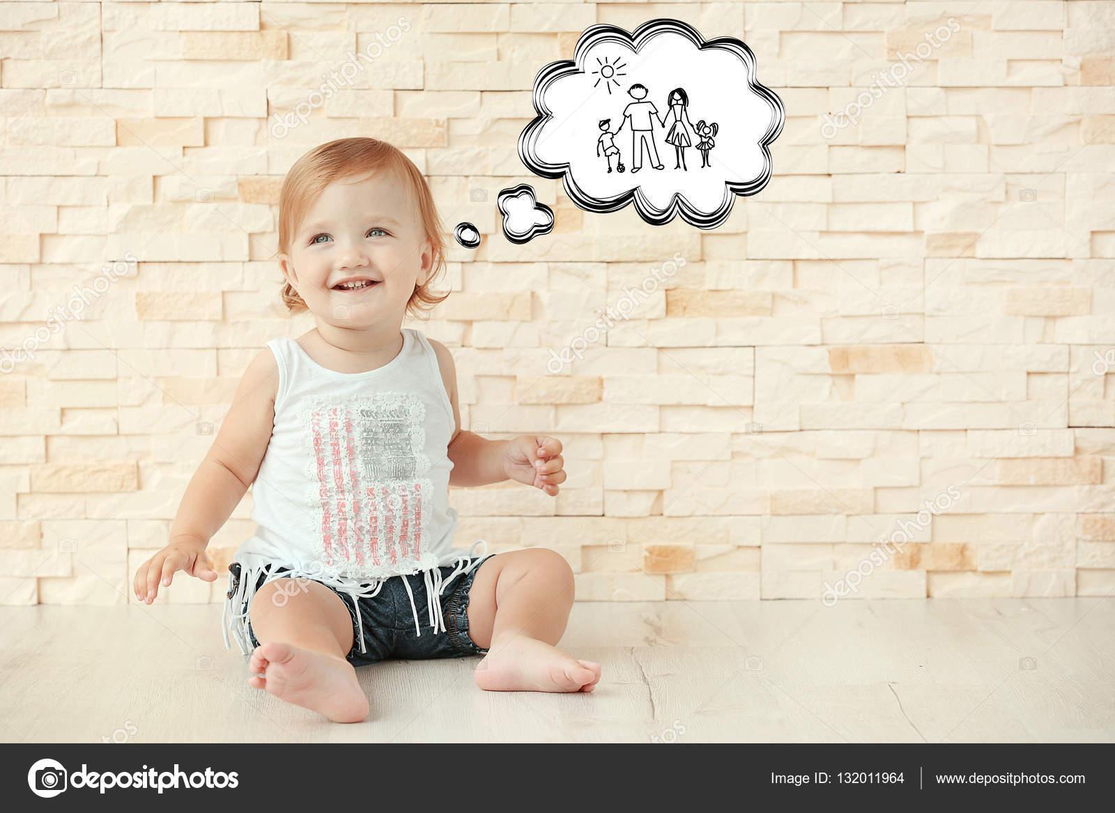 かわいい女の子の幸せな家族の夢を見てします 養子縁組 親権と子育ての