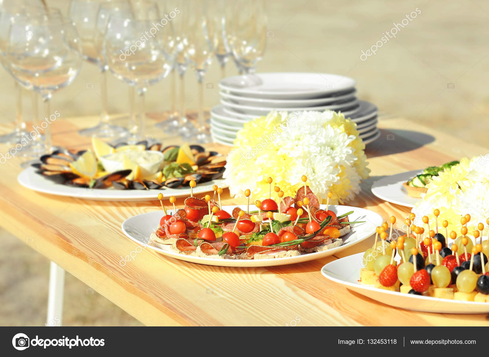 Table Setting For Buffet Catering Party Stock Photo Belchonock - Catering table setting
