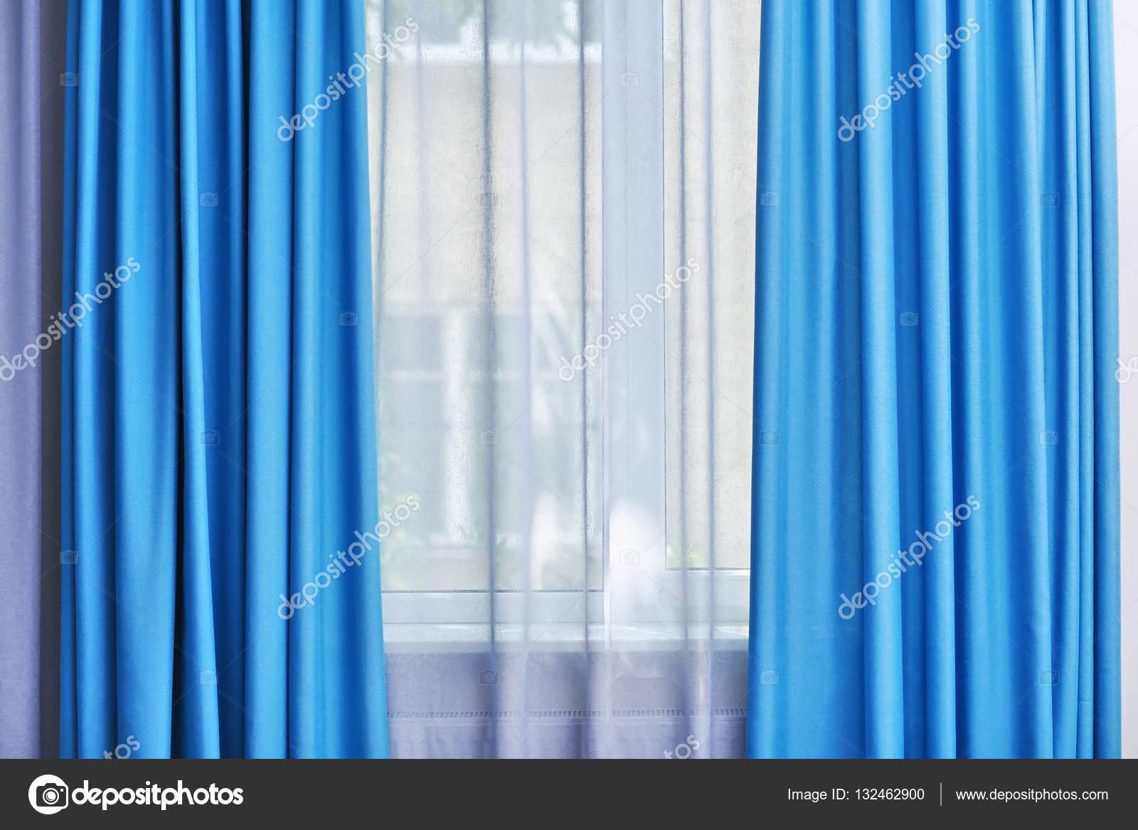 witte en blauwe gordijnen — Stockfoto © belchonock #132462900