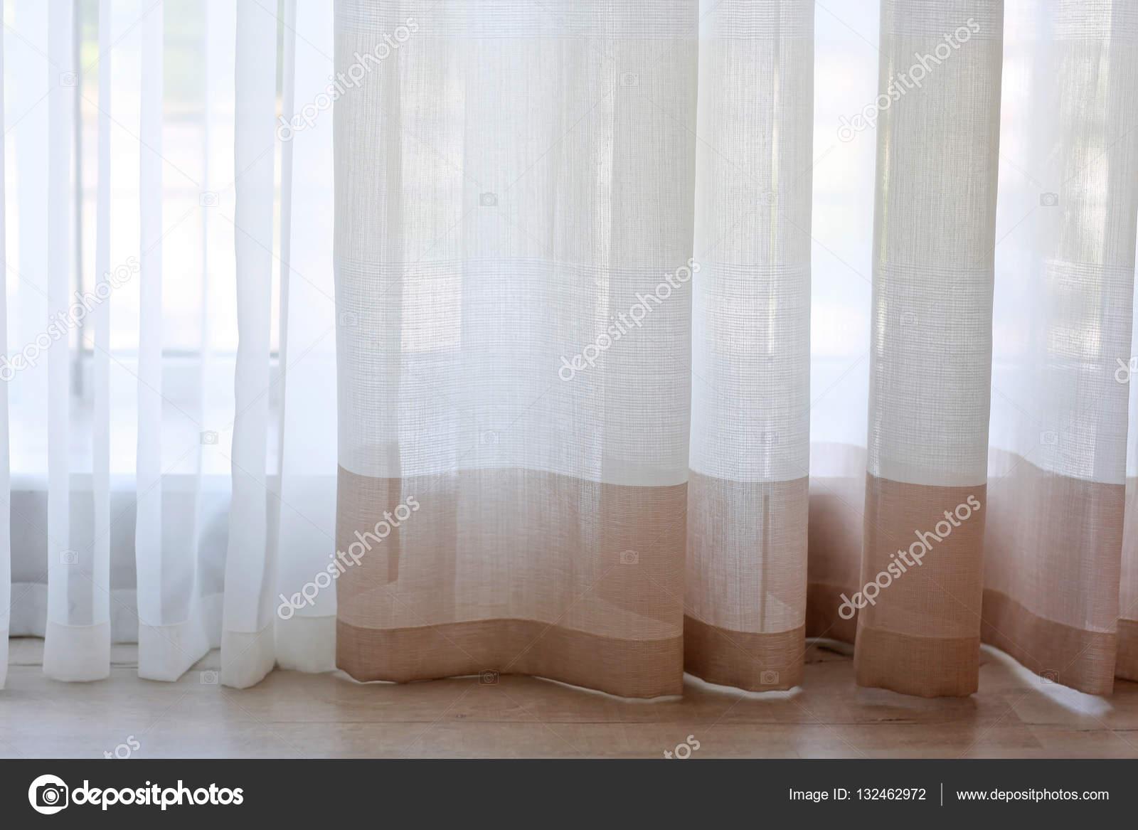 Kleurrijke Gestreepte gordijnen — Stockfoto © belchonock #132462972
