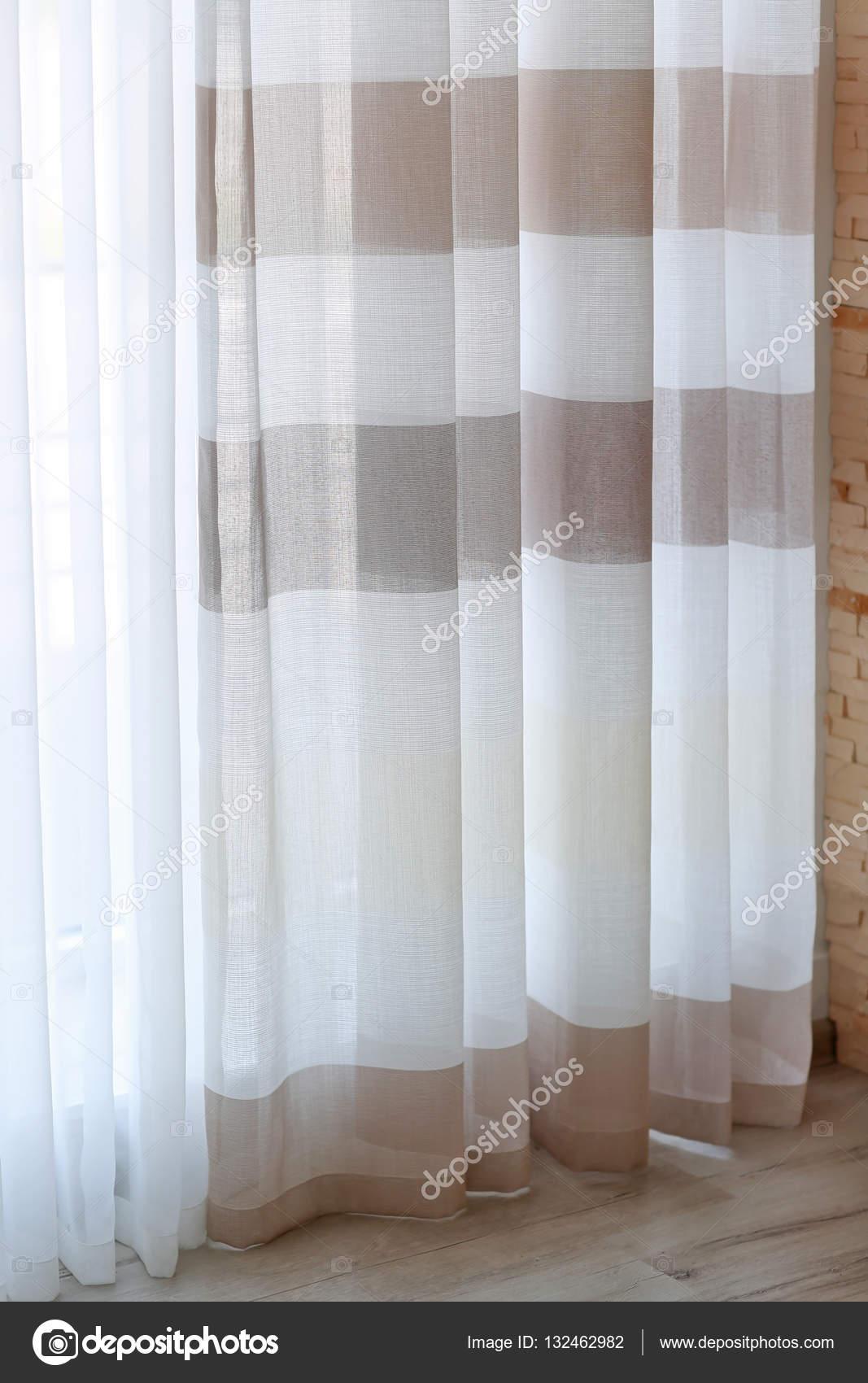 Kleurrijke Gestreepte gordijnen — Stockfoto © belchonock #132462982