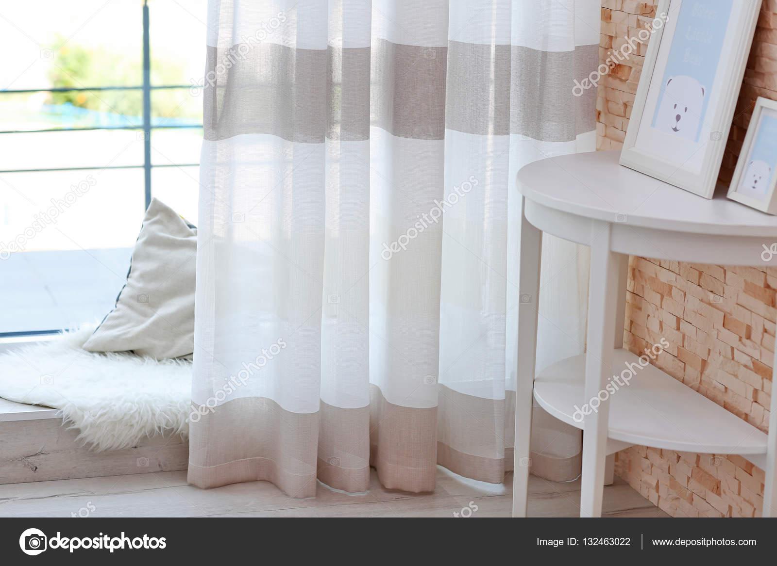 Kleurrijke Gestreepte gordijnen — Stockfoto © belchonock #132463022