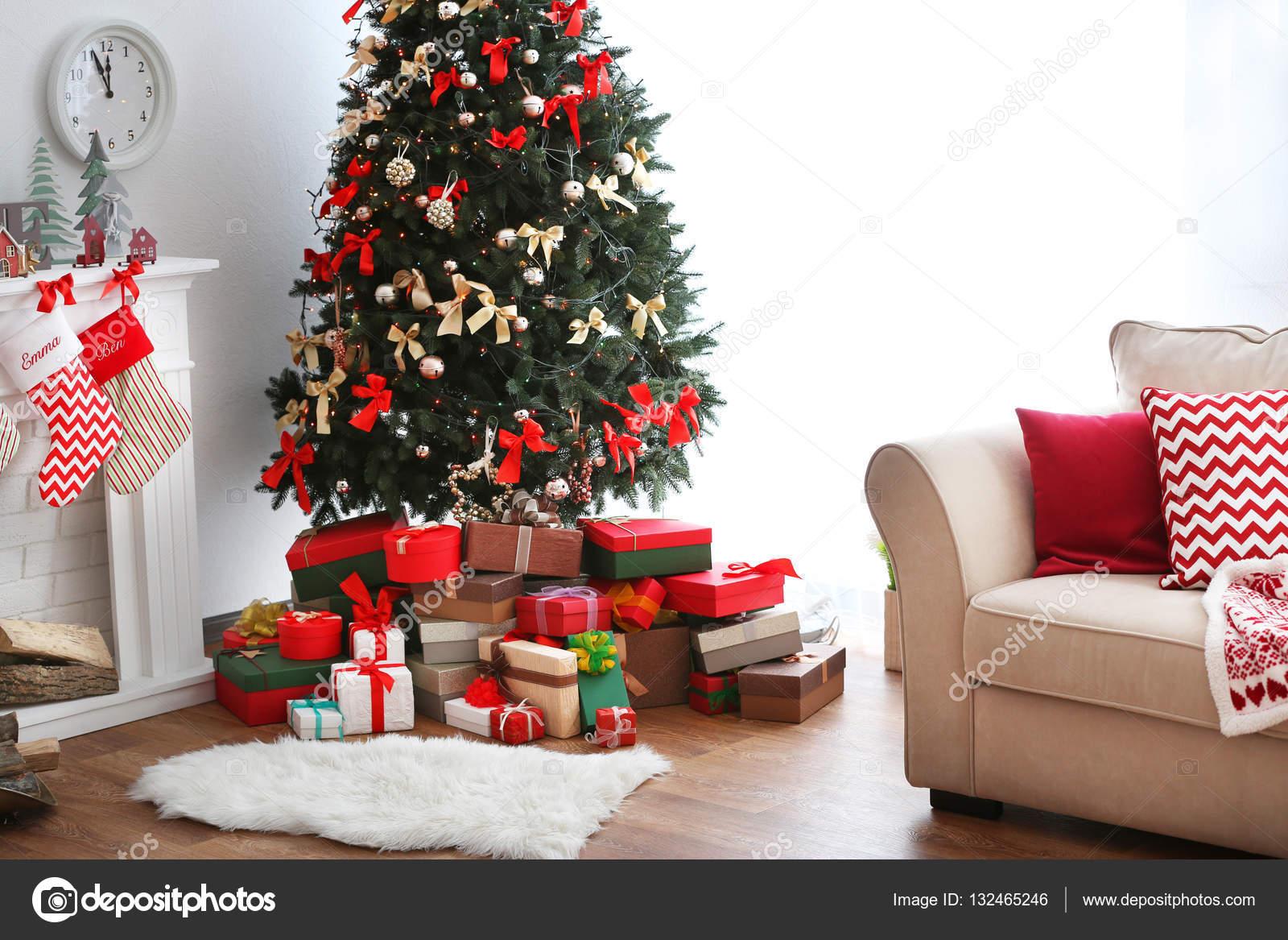 Eingerichtetes Zimmer in Weihnachten — Stockfoto © belchonock #132465246