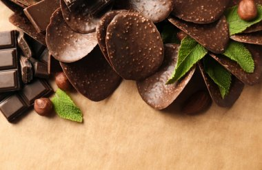 Chocolate chips and mint leaves