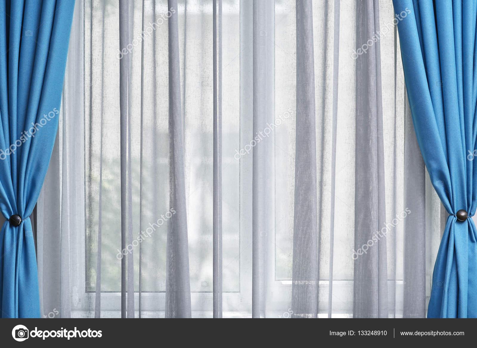 witte en blauwe gordijnen — Stockfoto © belchonock #133248910
