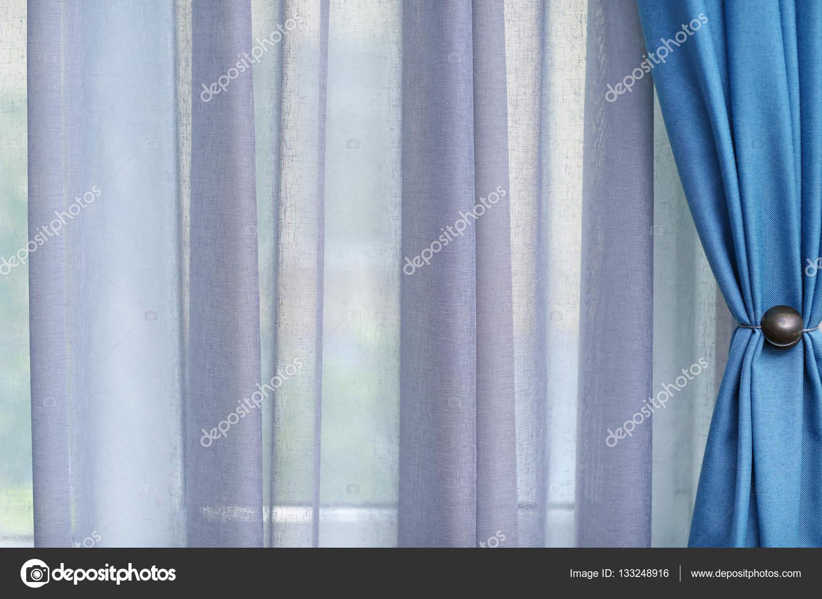 witte en blauwe gordijnen — Stockfoto © belchonock #133248916