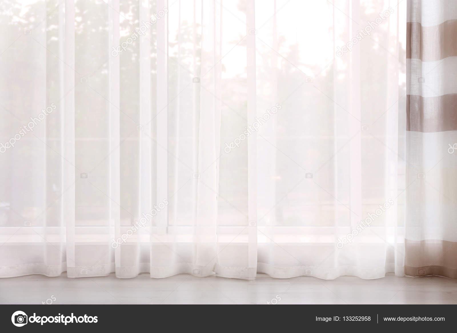 Elegante tende finestra u2014 foto stock © belchonock #133252958